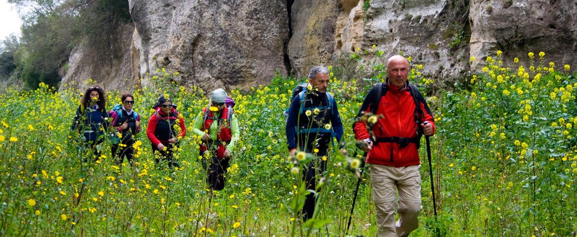 escursioni, hikes, gravina di laterza, terra delle gravine, puglia, matera, canyon, souvenir
