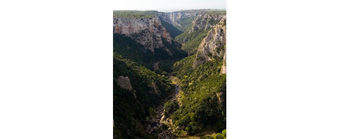 escursioni, hikes, gravina di laterza, terra delle gravine, puglia, matera, canyon, souvenir, maiolica, ceramica, sassi